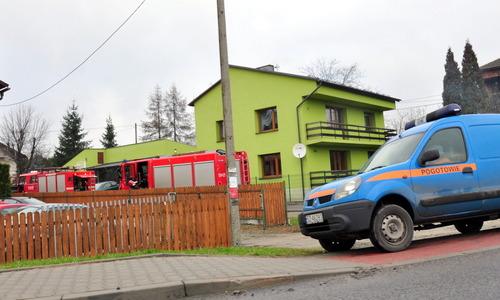 Na zdjęciu widoczne wozy strażackie, które brały udział w akcji gaśniczej. fot. sz