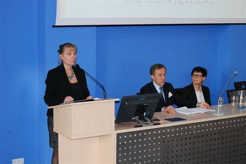Dr Joanna Stuglik, rektor prof. Witold Stankowski, poseł Dorota Niedziela. Fot. PWSZ