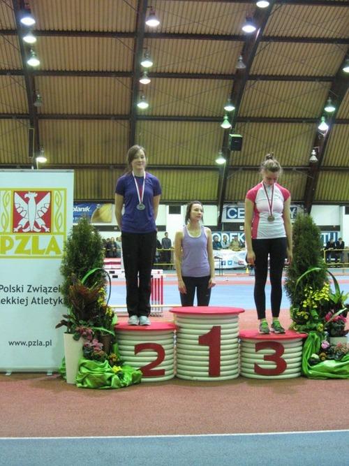 Justyna Konior z Tempa na drugim stopniu podium. Fot. www.kety.pl