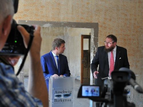 Sekretarz MRO Marek Zając oraz dyrektor Piotr M.A. Cywiński. Fot. Marek Lach