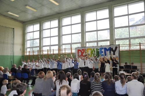 Koniec roku szkolnego świętowano hucznie, a nowy dopiero za miesiąc. Fot. UM Chełmek