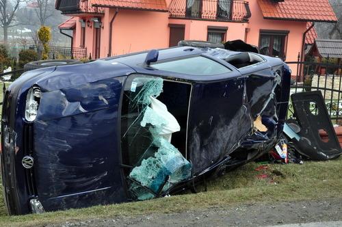 Samochód został zniszczony doszczętnie. fot. sz