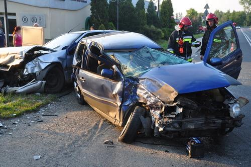 Kierowca volkswagena miał około 2,5 promila alkoholu w wydychanym powietrzy. fot. Szymon Chabior