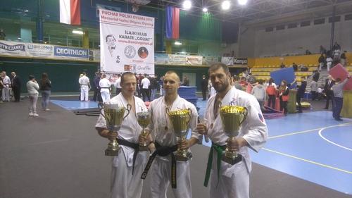 Stoją od lewej: Paweł Anlauf, Wiktor Czopek i Łukasz Dadak. Fot. zbiory KOK Brzeszcze