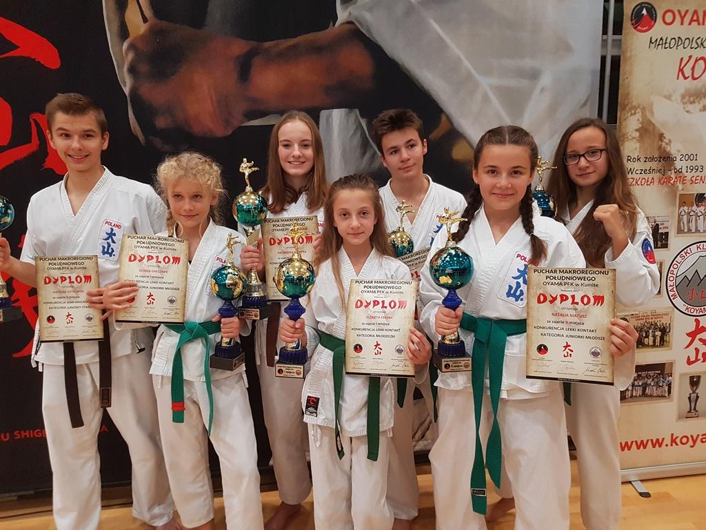 Oświęcimscy karatecy wywalczyli w Dobczycach siedem medali. Fot. zbiory klubu OKK