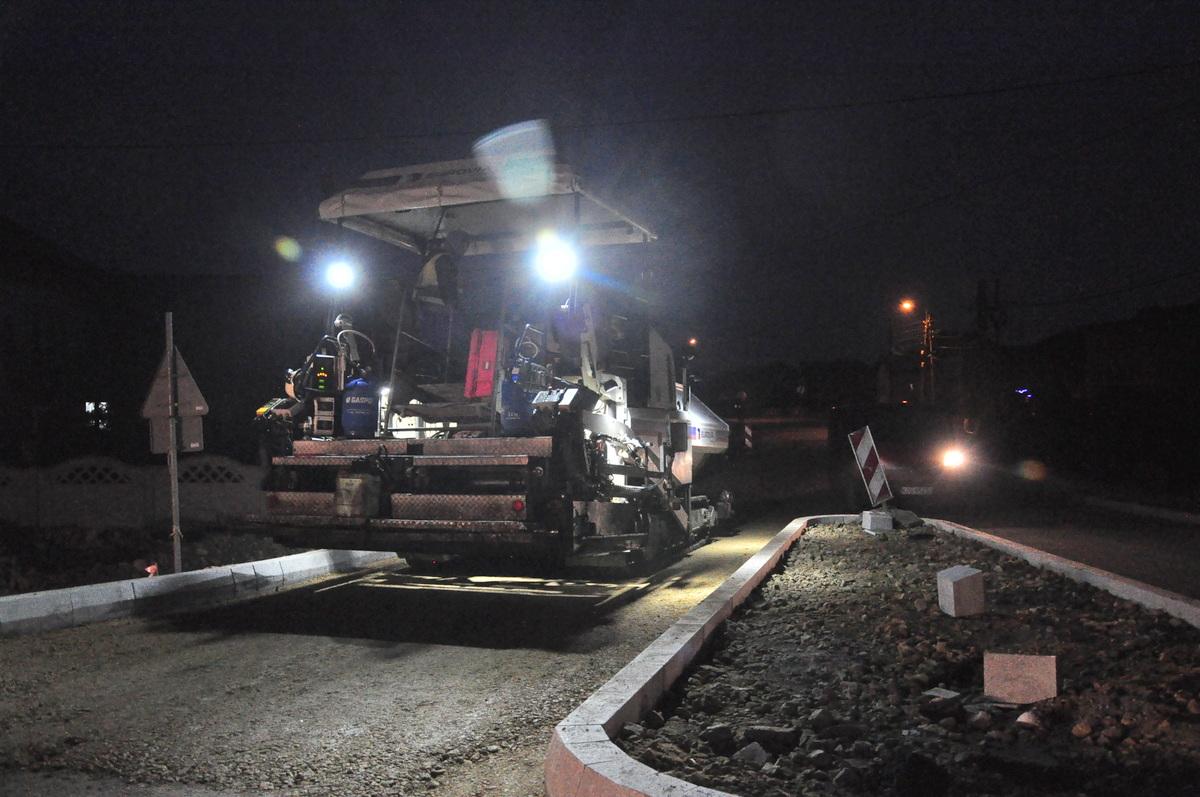 W środę drogowcy pracowali do późnych godzin wieczornych. Fot. Szymon Chabior
