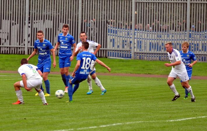 Biało-niebiescy planują rozegranie dziewięciu sparingów przed wiosenną inauguracją w czwartej lidze. Fot. Szymon Chabior