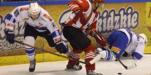 Do zakończenia sezonu zasadniczego w Polskiej Hokej Lidze pozostały juz tylko dwie kolejki gier. Fot. (png)