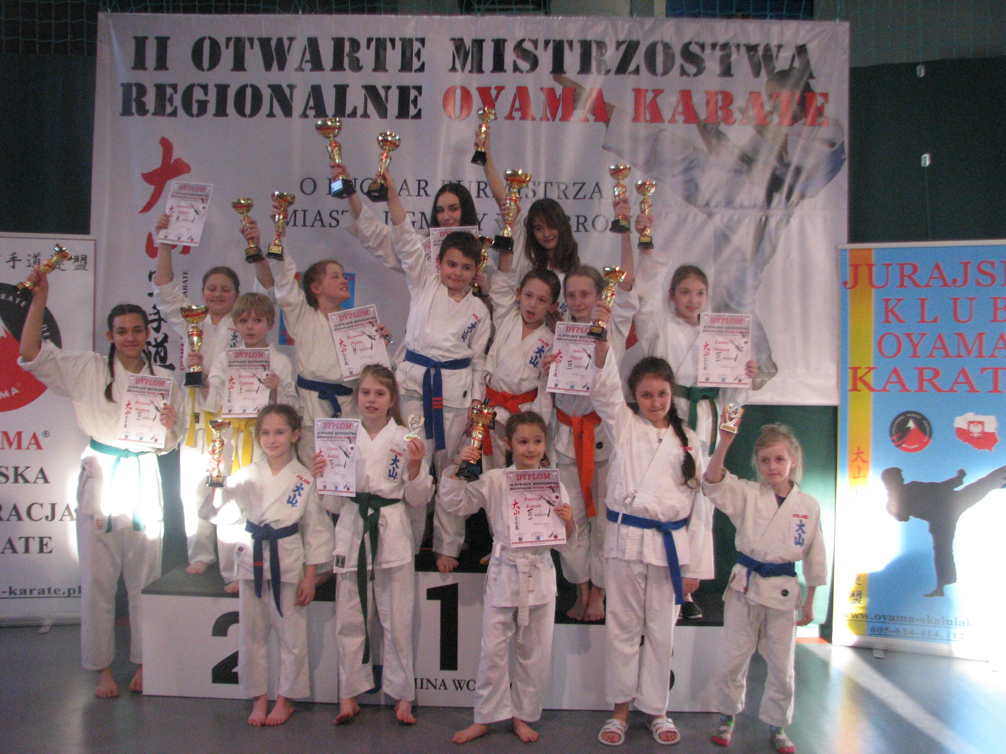 Z bardzo dobrej strony w zawodach w Wolbromiu pokazali się karatecy z Brzeszcz. Fot. zbiory KOK Brzeszcze