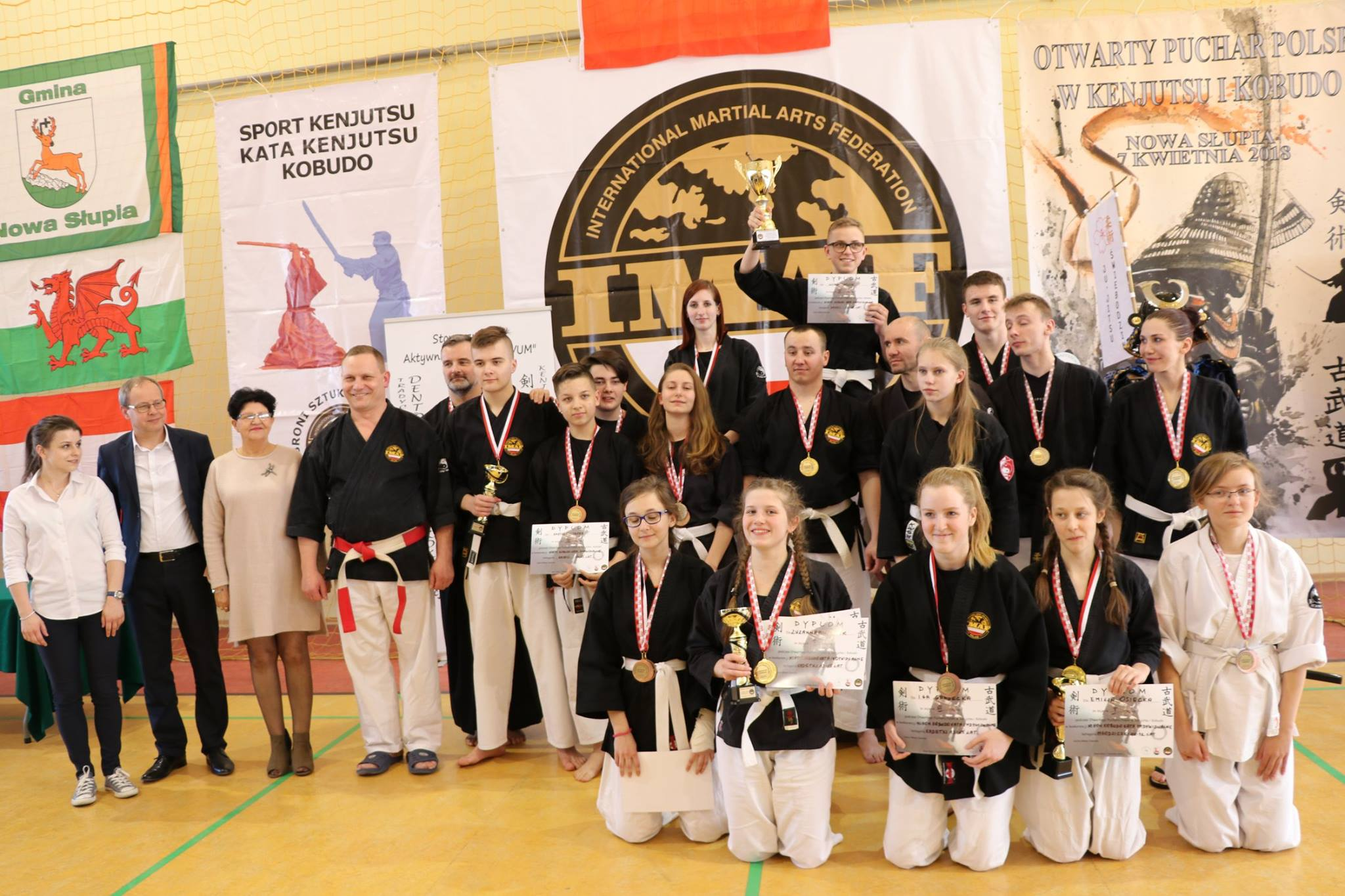 Reprezentacja Stowarzyszenia Japońskich Sztuk Walki w Oświęcimiu zdobyła w Nowej Słupi aż osiemnaście medali. Fot. nadesłane