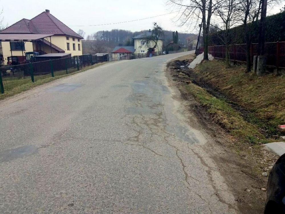Jest szansa na remont drogi powiatowej w Graboszycach. fot. nadesłane
