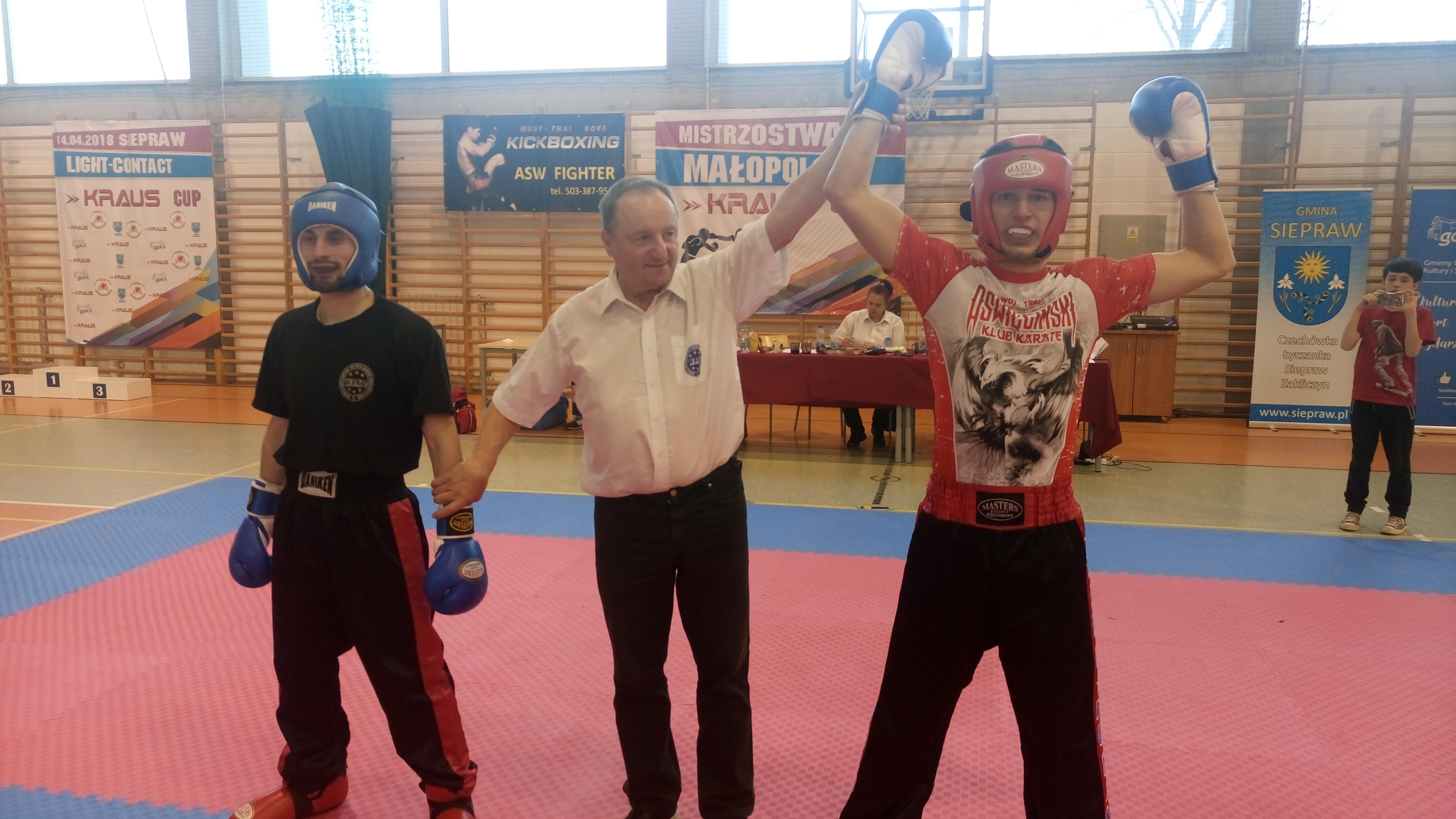Oświęcimscy kick-boxerzy zdobyli w Sieprawiu cztery medale. Fot. zbiory klubu