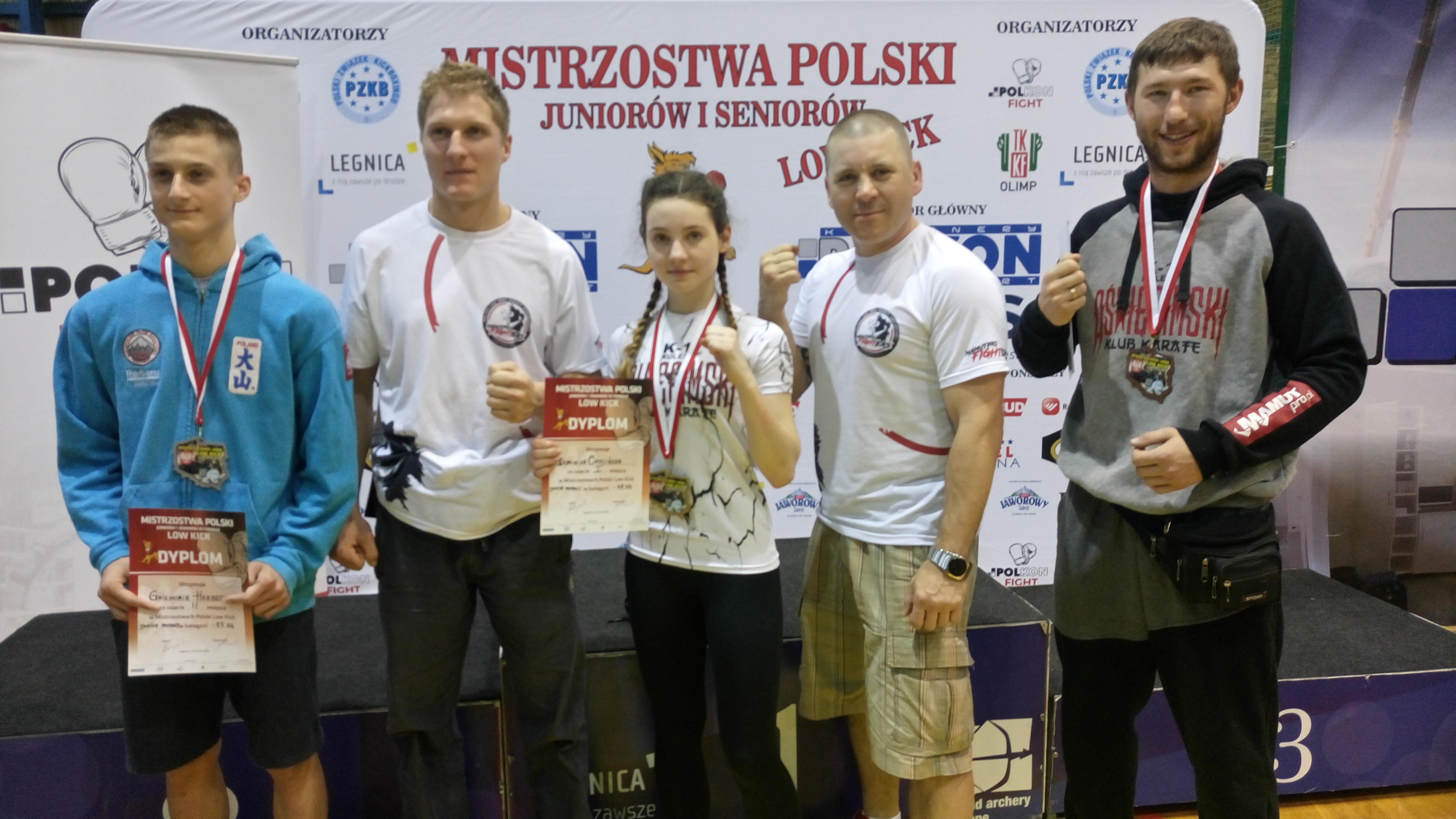 Reprezentacja oświęcimskich kick-boxerów zdobyła w mistrzostwach Polski cztery medale. Fot. zbiory klubu