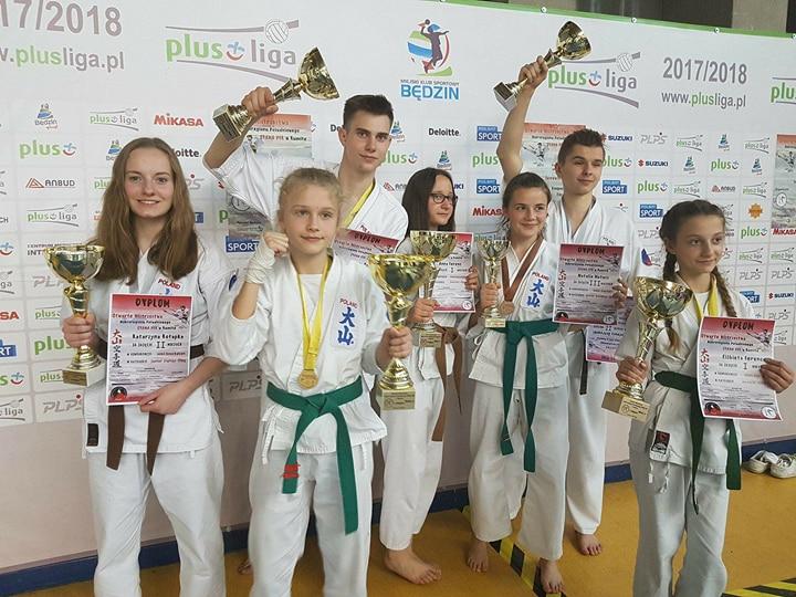 Oświęcimianie zdobyli w Sosnowcu siedem medali w tym aż cztery złote. Fot. zbiory OKK