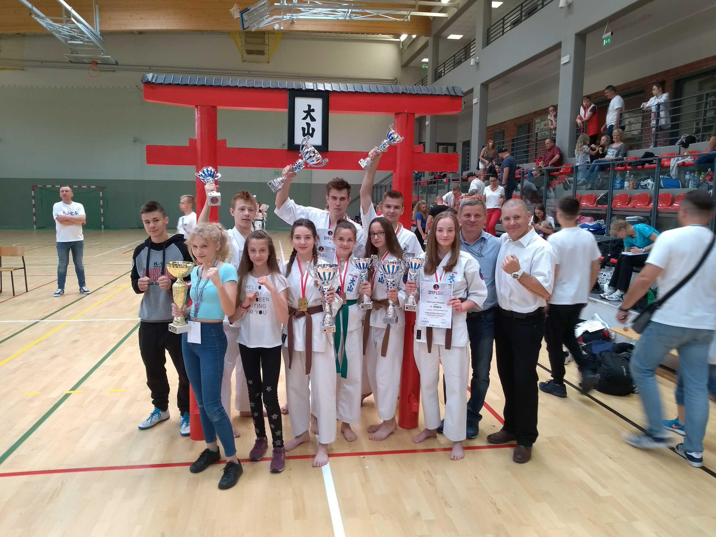 Karatecy z Oświęcimia wywalczyli w mistrzostwach Polski pięć złotych i cztery brązowe medale. Fot. zbiory klubu