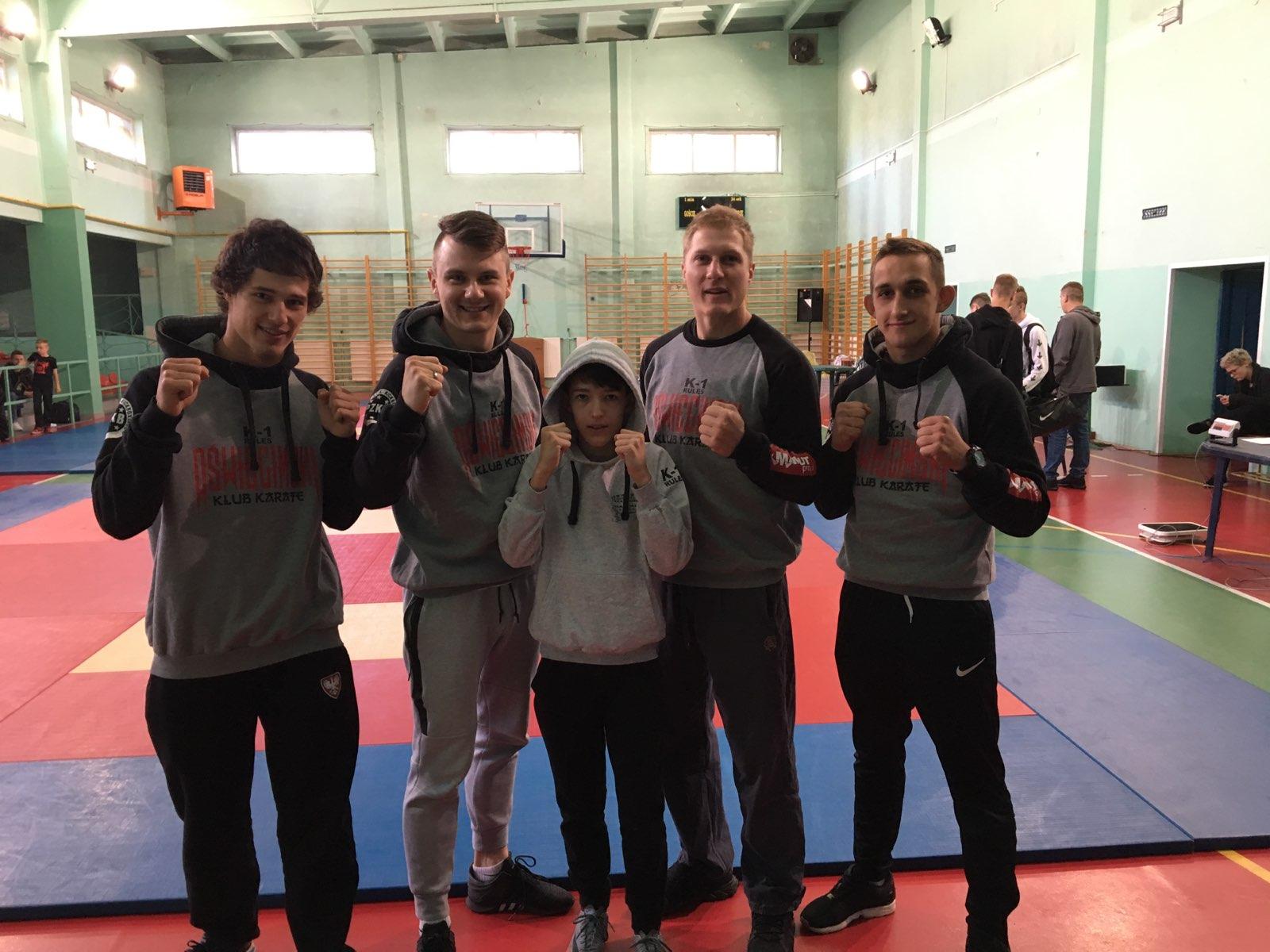 Oświęcimscy kick-boxerzy przywieźli z Mysłowic siedem medali. Fot. zbiory klubu