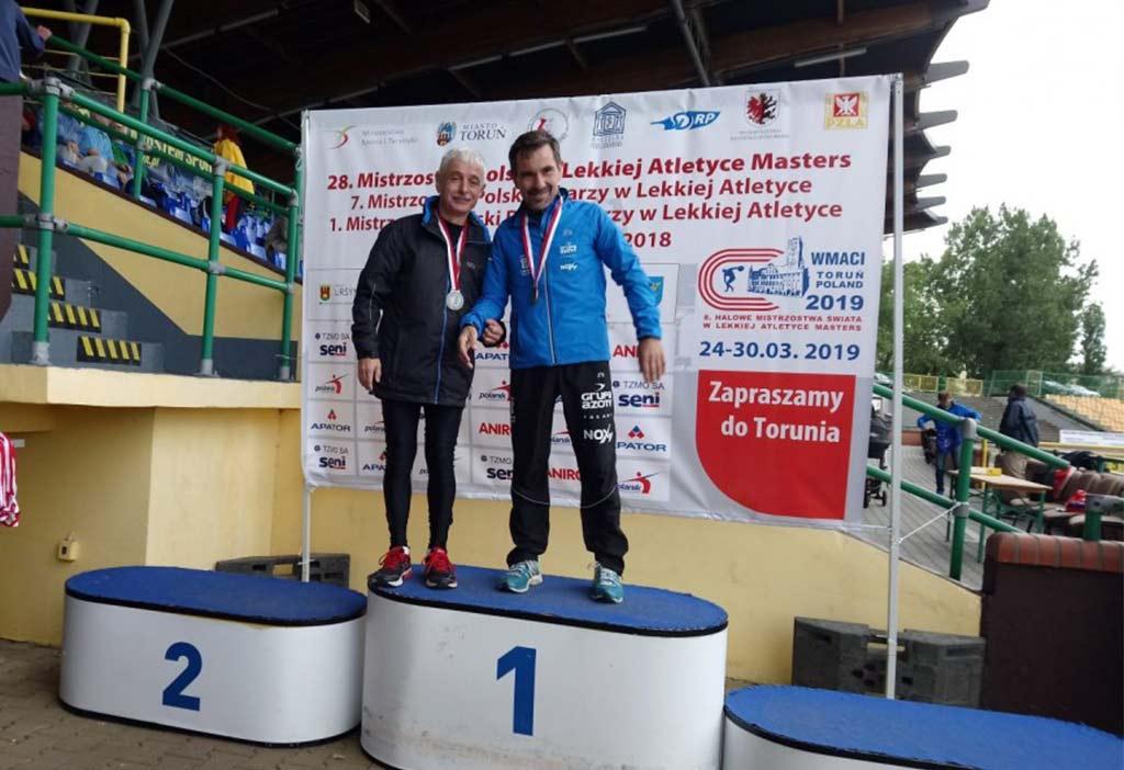 Józef Pszczółka z Hejnału Kęty został wicemistrzem Polski w biegu na 3000 metrów z przeszkodami w kategorii masters M-55. Fot. zbiory klubu Hejnał Kęty