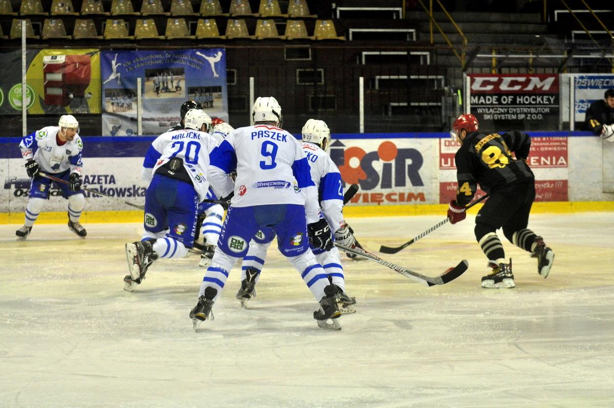 Oświęcimianie zajmują dopiero dziesiąte miejsce w tabeli Polskiej Hokej Ligi. Prowadzi Tauron KH GKS Katowice. Fot. Szymon Chabior
