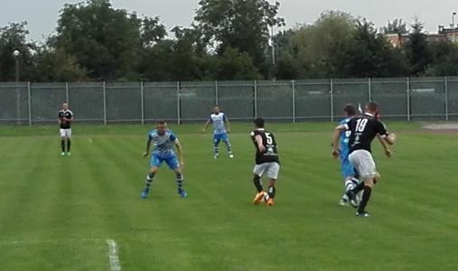 Piłkarze oświęcimskiej Unii plasują się w środku piątoligowej tabeli. Fot. (png)