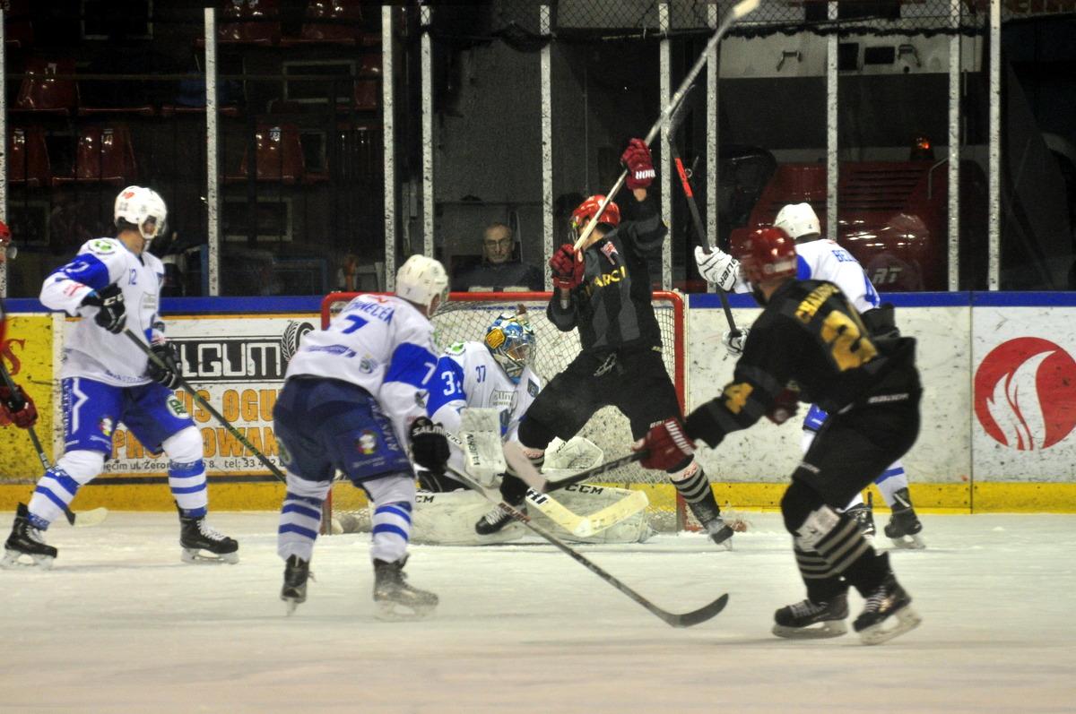 Oświęcimska Unia zajmuje dziewiąte miejsce w tabeli Polskiej Hokej Ligi z dorobkiem 20 punktów. Fot. Szymon Chabior