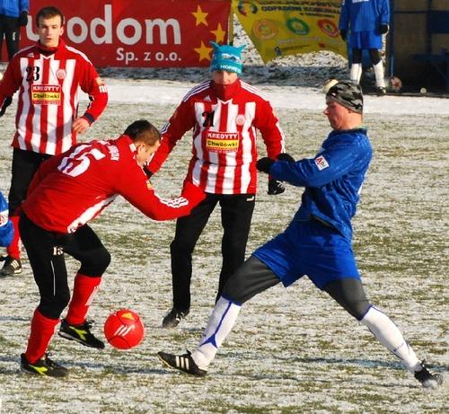 Styczniowe derby tradycyjnie otworzą piłkarski rok w Oświęcimiu. Fot. (png)