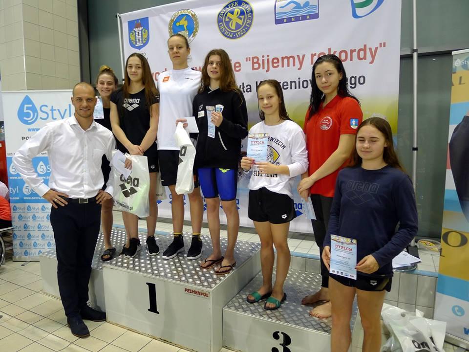 Młodzi pływacy chcą pójść drogą najbardziej znanego wychowanka oświęcimskiej Unii - Pawła Korzeniowskiego (pierwszy z lewej). Fot. www.facebook.com/SMSoswiecim