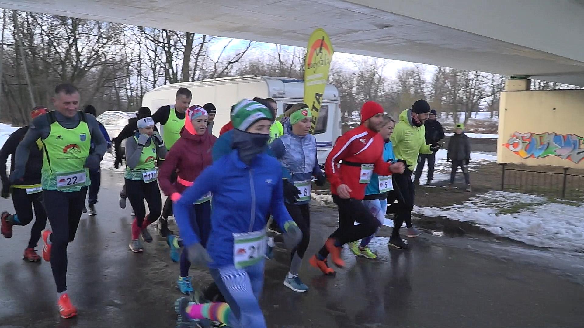 OŚWIĘCIM. Miłośnicy sportu zimą biegają i morsują w Sole
