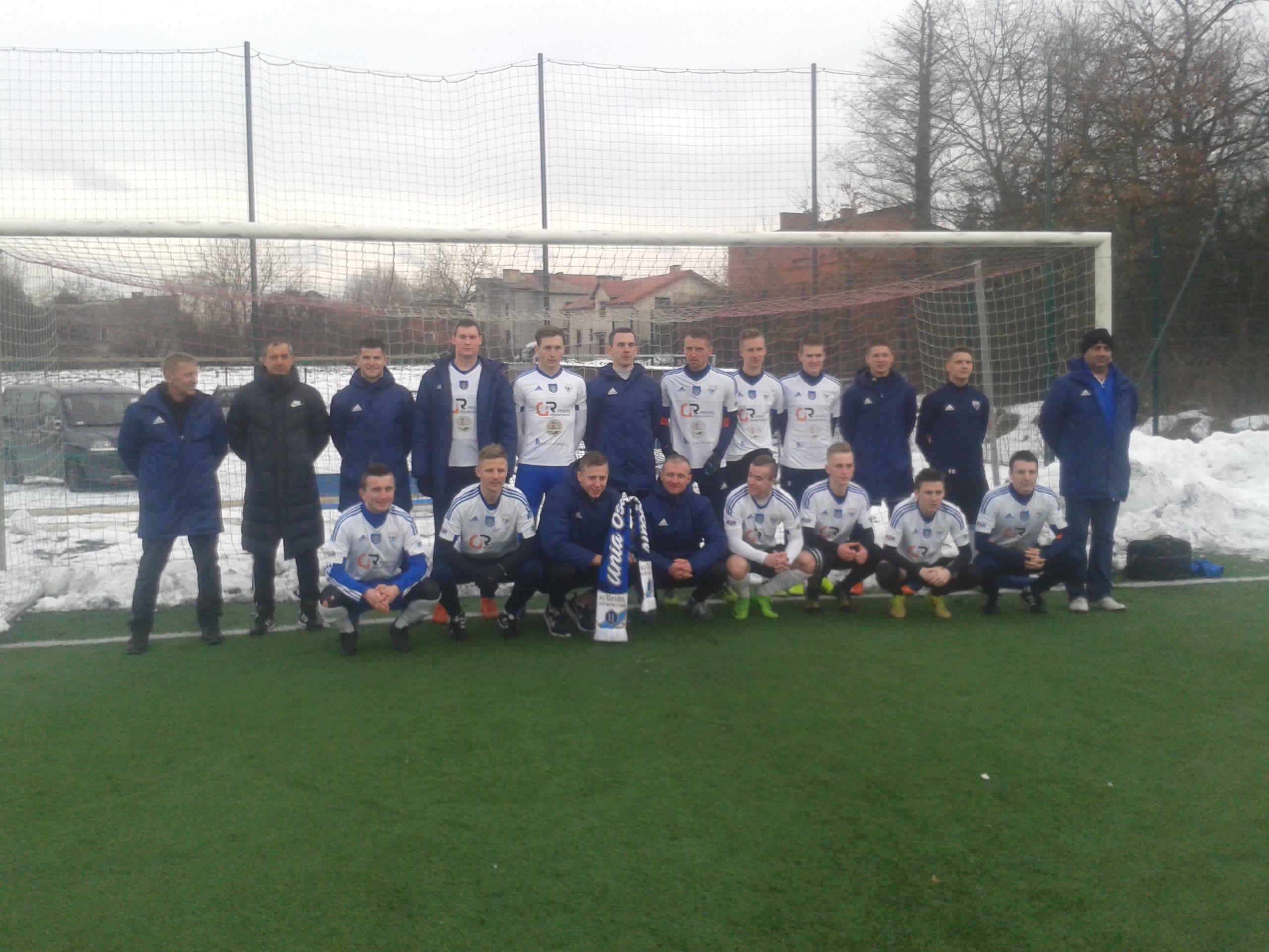Piłkarze oświęcimskiej Unii zmierzą się jutro na sztucznej nawierzchni w Chełmku z Rajskiem. Fot. (png)
