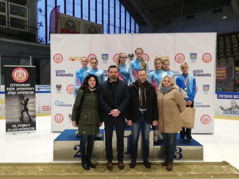 Łyżwiarze figurowi z nadolańskiego grodu z powodzeniem walczyli o medale w zawodach w Krynicy-Zdroju. Fot. facebook.com/UKLFUnia