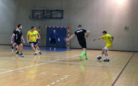 Sharki zostały mistrzami halowej edycji  Miejskiej Amatorskiej Ligi Piłki Nożnej w Oświęcimiu. Fot. zbiory OSSA/nadesłane