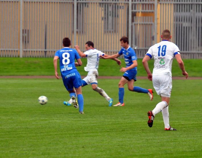 Piłkarze oświęcimskiej Unii odnieśli trzecie zwycięstwo w trzecim meczu pod wodzą Marka Kołodzieja, który zastąpił na stanowisku trenera Jacka Dobrowolskiego. Fot. Szymon Chabior