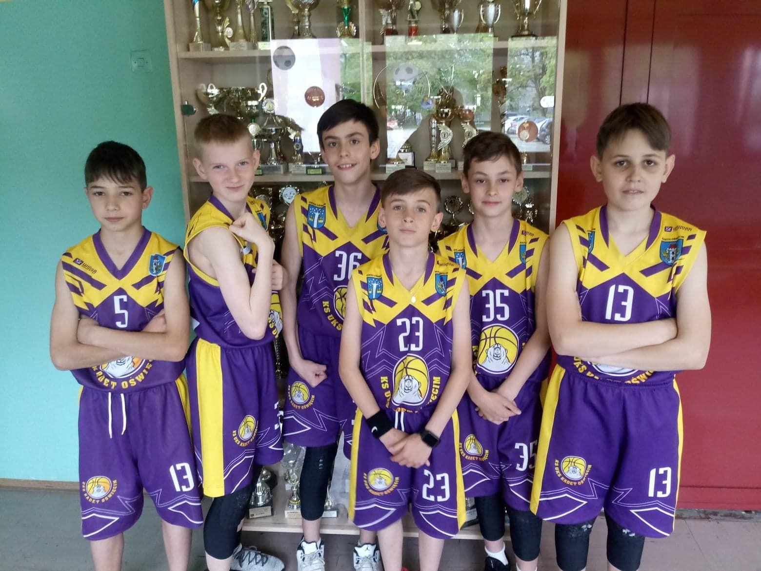 Reprezentacja Szkoły Podstawowej z Oddziałami Sportowymi nr 2 w Oświęcimiu sięgnęła po mistrzostwo miasta w sprawnościowych wielobojach. Fot. nadesłane