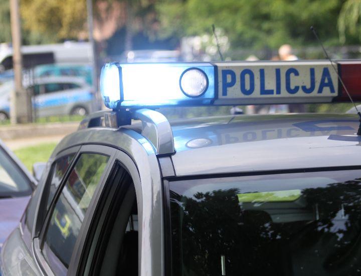 KĘTY. Policja poszukuje sprawcy oraz świadków zdarzenia drogowego