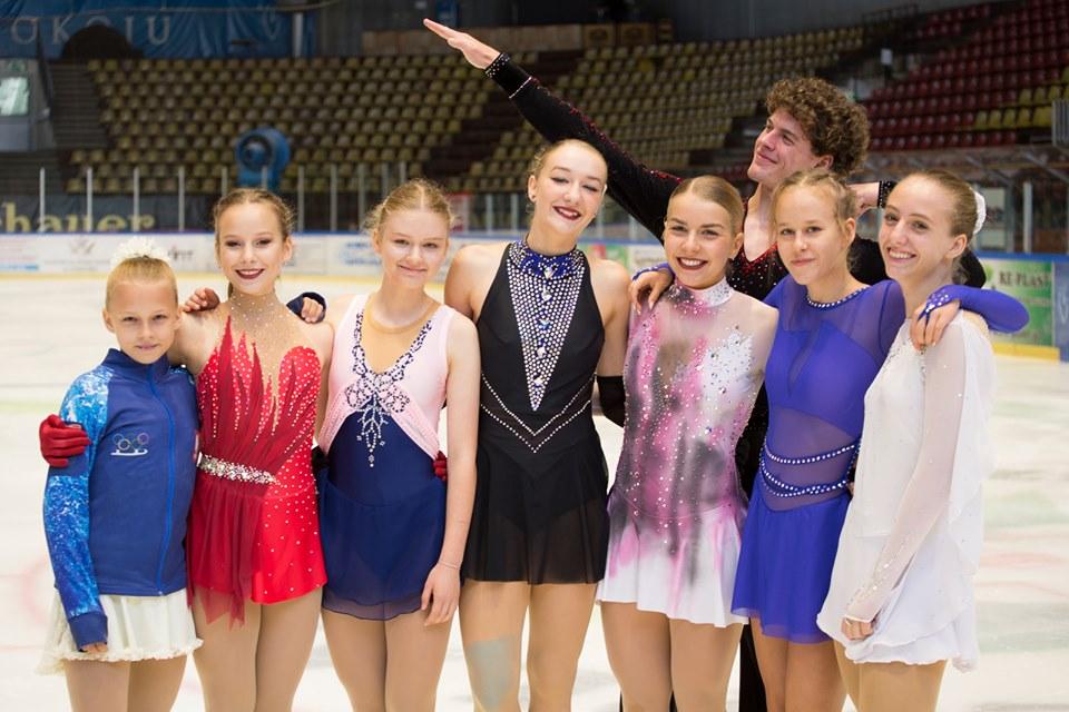 Mocne wejście w nowy sezon startowy zaliczyli łyżwiarze figurowi ŁKS Soły Oświęcim. Fot. facebook.com/lkssola