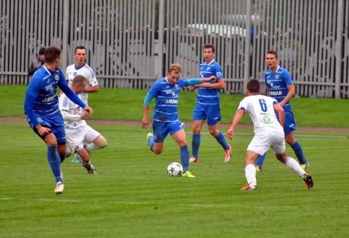 Piłkarze oświęcimskiej Unii zremisowali na wyjeździe z LKS Jawiszowice 2:2. Fot. Szymon Chabior