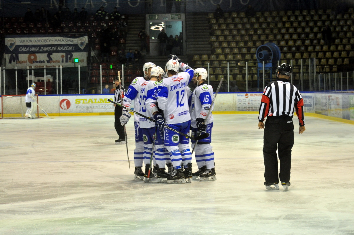 Re-Plast Unia Oświęcim praktycznie zrealizowała pierwszy cel w tym sezonie. Biało-niebiescy awansowali do grudniowych finałów Pucharu Polski. Fot. Szymon Chabior