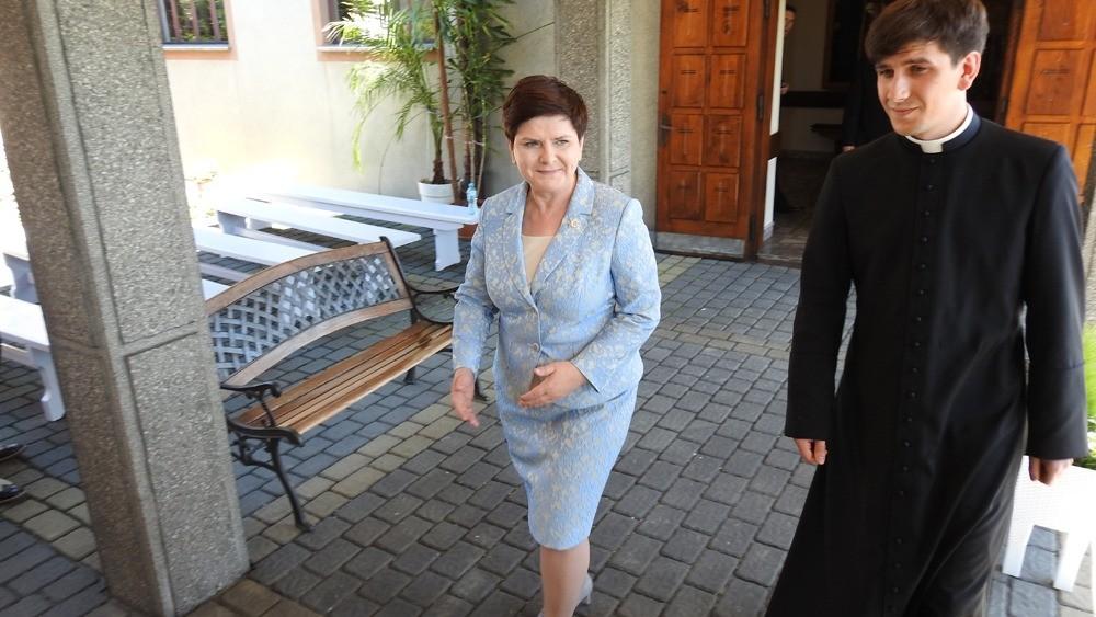 Ks. Tymoteusz Szyłdo wraz z mamą Beatą Szydło. Fot. Diecezja Bielsko-Żywiecka