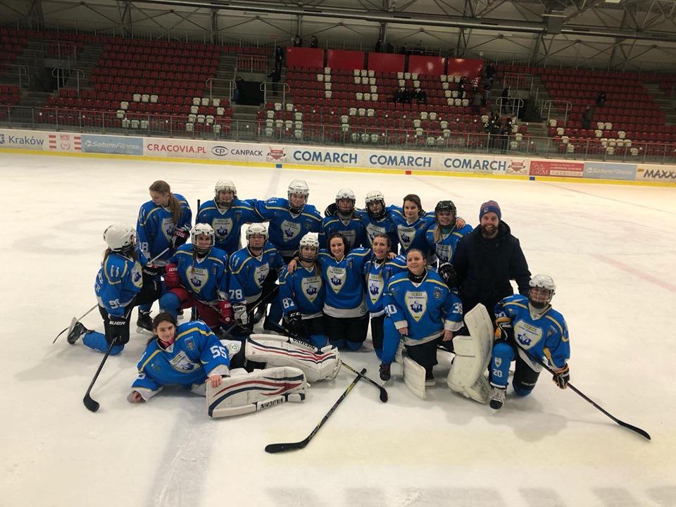 Podobnie jak w poprzednim sezonie hokeistki UKHK Unii Oświęcim zdobyły brązowe medale mistrzostw Polski. www.facebook.com/UKHK Unia Oświęcim