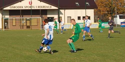 W środę na stadionie w Osieku miejscowa Brzezina będzie podejmowała Niwę Nowa Wieś. Obie drużyny wygrały wszystkie dotychczasowe mecze i nie straciły nawet jednego gola! Zapowiada się prawdziwy szlagier. Fot. (png)