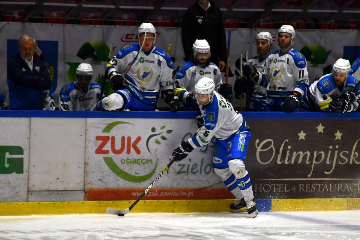 W meczu na szczycie hokejowej ekstraligi oświęcimianie przegrali na wyjeździe z GKS Tychy. W piątek na własnym lodzie będą podejmowali zespół z Sanoka. Fot. Szymon Chabior