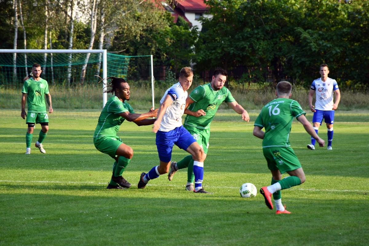 Biało-zieloni z Chełmka zagrają dziś na swoim stadionie z rezerwami krakowskiej Garbarni. Fot. Szymon Chabior