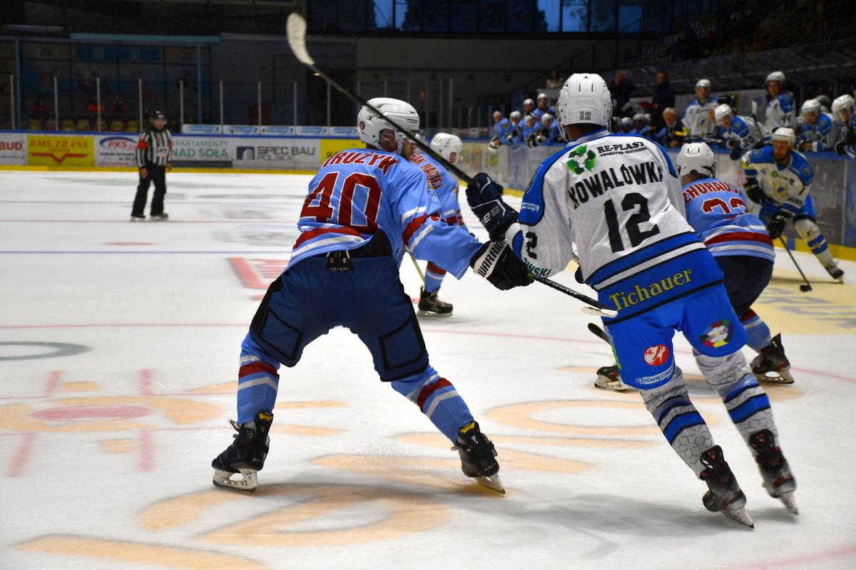 Oświęcimianie przegrali na własnym lodzie z JKH GKS Jastrzębie i spadli na piąte miejsce w tabeli ekstraligi. Fot. Szymon Chabior