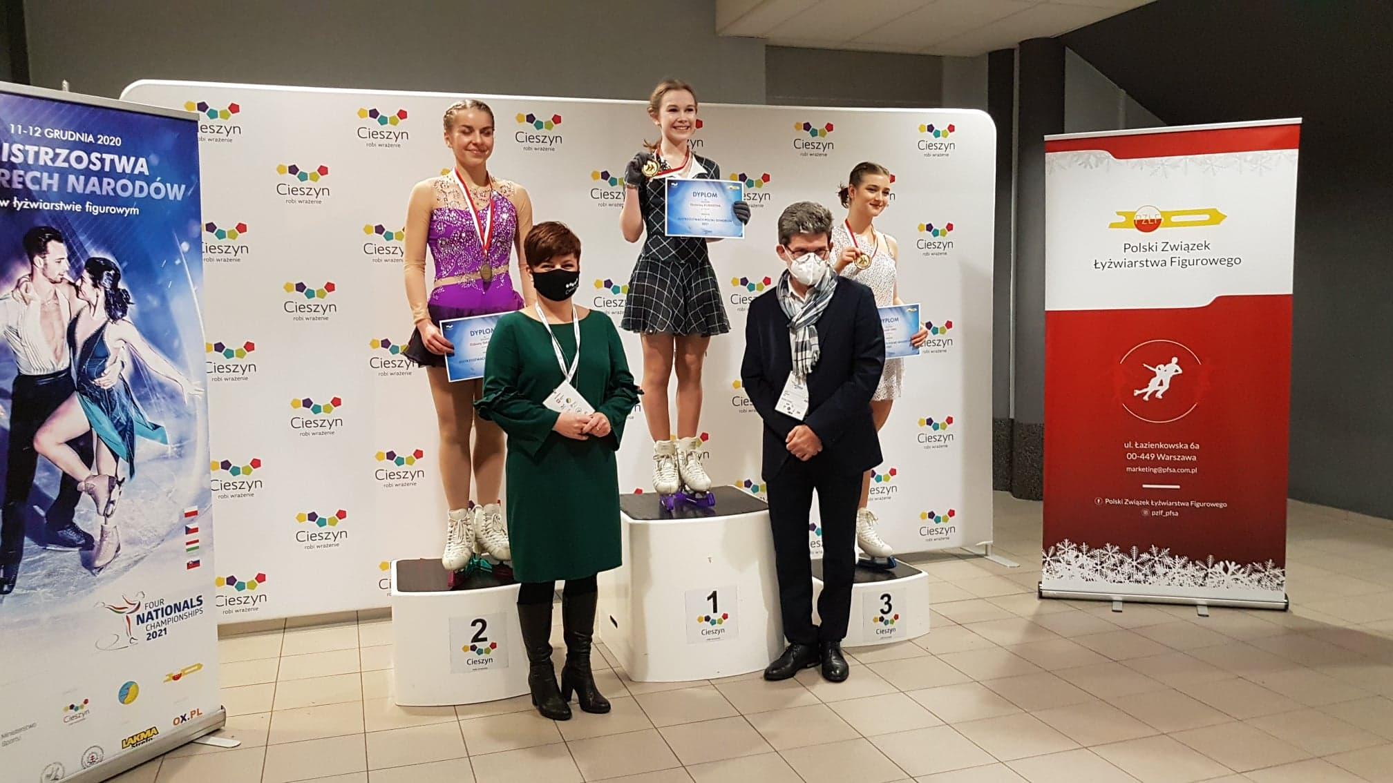 Wicemistrzyni Polski na rok 2021 wśród solistek - Elżbieta Gabryszak (na drugim stopniu podium) z oświęcimskiej Soły. Fot. zbiory klubu/nadesłane