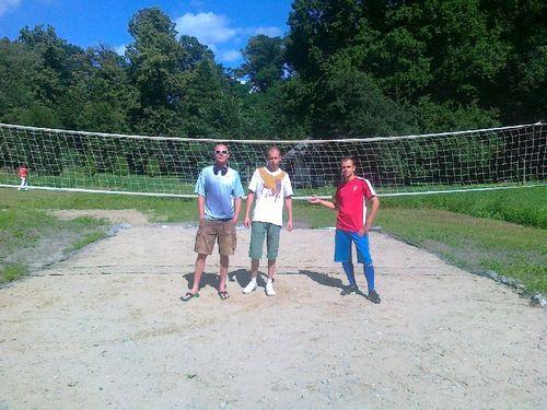 DWORY. Młodzież wykonała boisko. Miasto dostarczy piasek